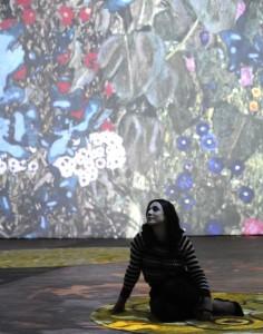 03_Ambra Angiolini spettatrice della mostra Klimt Experience