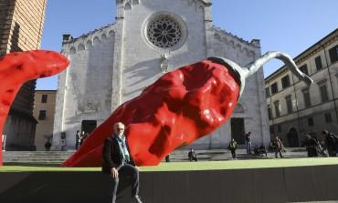 Pietrasanta al centro del dibattito culturale per la mostra di Giuseppe Carta, ma il territorio difende l'esposizione