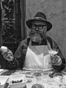 Paolo Parisi con il suo uovo
