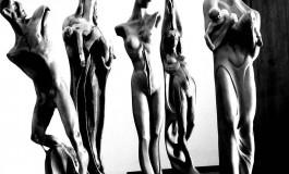 Lo scultore Giorgio Butini all'opera per la prima personale in Giappone