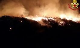 Mega incendio in un'azienda agricola di residui vegetali