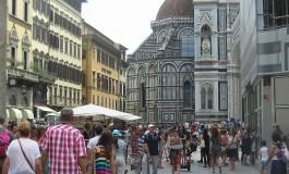 Come cambia il Ferragosto nelle città turistiche. Aperti il 65% degli esercizi commerciali