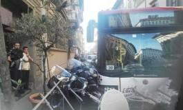 Feriti per un Autobus finito contro un dehor in via della Scala
