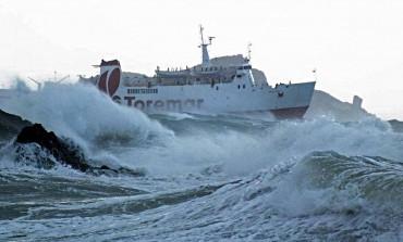 Isola d'Elba isolata per il forte vento di libeccio. Abbattuta la croce che sovrasta P.Azzurro