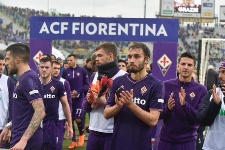 Fiorentina's players pay tribute to their late teammate Davide Astori at the end of the Italian Serie A soccer match ACF Fiorentina vs Benevento Calcio at Artemio Franchi stadium in Florence, Italy, 11 March 2018. ANSA/MAURIZIO DEGL'INNOCENTI