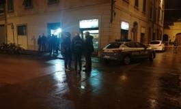 Tunisino dà in escandescenza in un negozio a Empoli. Muore all'arrivo di polizia e sanitari