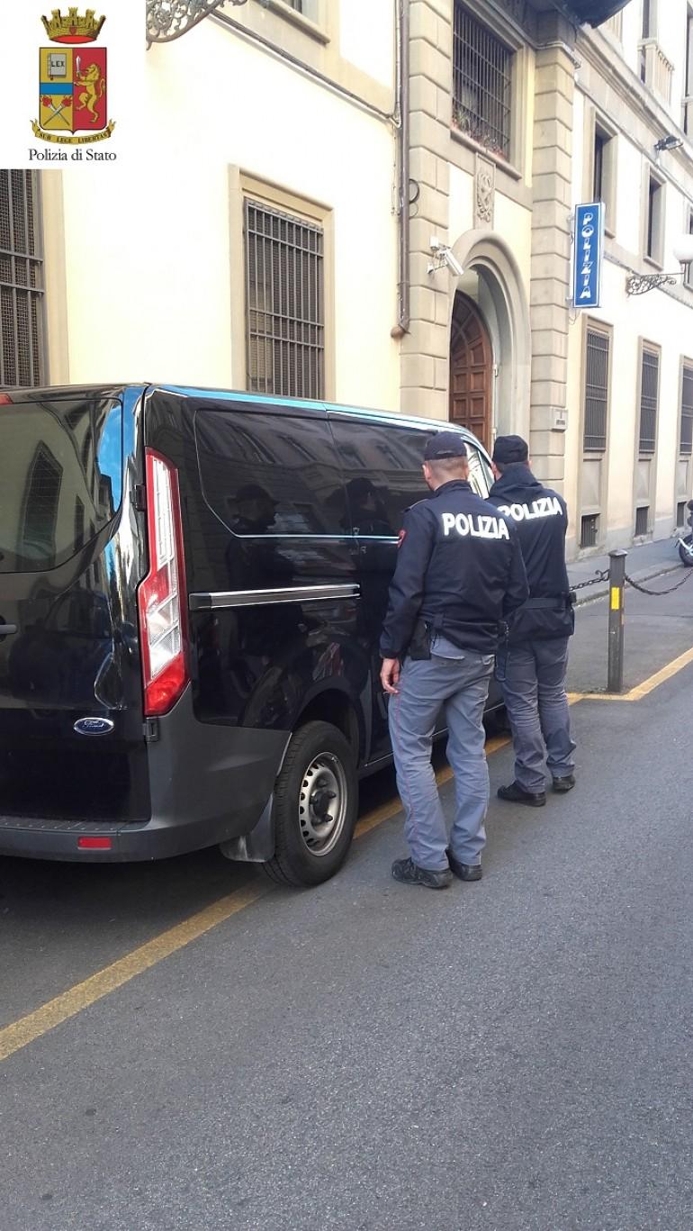 Ritrovato dalla Polizia furgone rubato con dentro opere per la Florence Biennale
