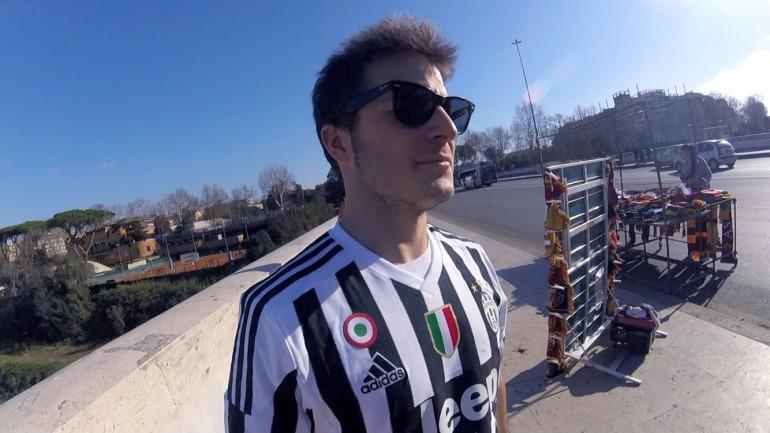 Allo stadio con la maglia della Juve con l'intento di pacificare le tifoserie. Minacce di morte alla webstar Giacomo Carolei