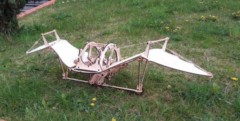 La macchina volante di Leonardo? Si azionava con le gambe. In mostra domani a Vinci il prototipo in legno firmato Riciclandia