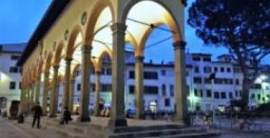 L'indagine dei carabinieri sul pestaggio in piazza dei Ciompi. Bloccato un 16enne uno degli aggressori